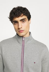 Tommy Hilfiger - CORE ZIP THROUGH - veste en sweat zippée - grey - 3