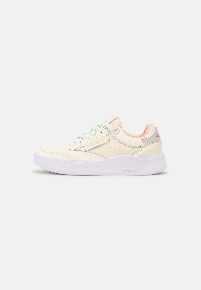 CLUB C LEGACY - Sneakers basse - classic white/chalk/sansto