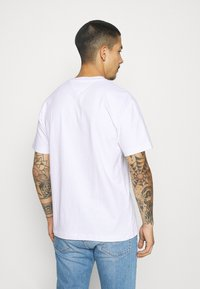 Tommy Jeans - BADGE TEE  - T-shirt basic - white - 2