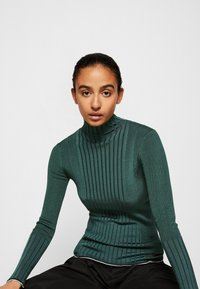 Victoria Victoria Beckham - TURTLENECK JUMPER - Sweter - emerald green - 5