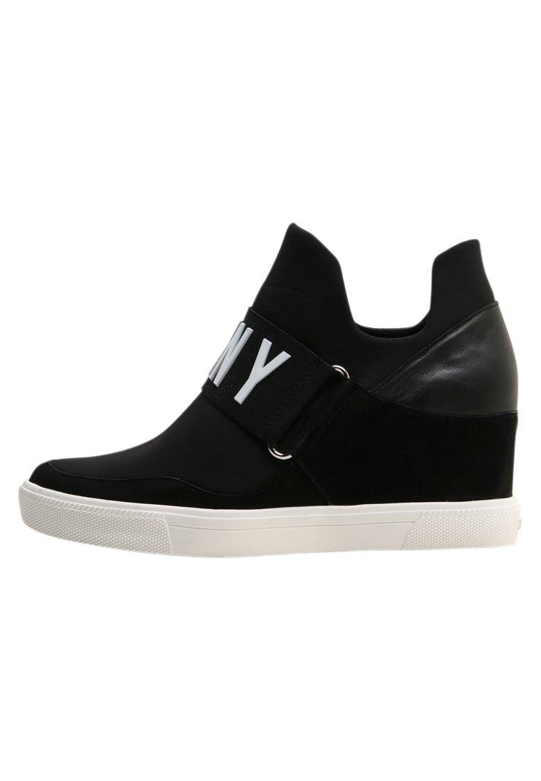 COSMOS Sneakers black