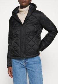 Hunter ORIGINAL - WOMENS REFINED QUILTED JACKET - Lehká bunda - black - 5