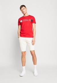 Tommy Hilfiger - Print T-shirt - red - 1
