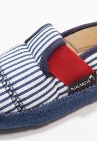 Nanga - SANDBURG - Domácí obuv - dunkelblau - 5