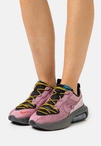 Nike Sportswear - AIR MAX VERONA 2.0 - Zapatillas - black/plum dust/dark citron/green abyss - 0