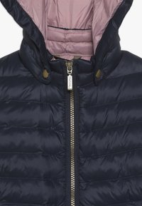 Barbour - GIRLS HIGHGATE QUILT - Winter jacket - navy/rose bay - 3