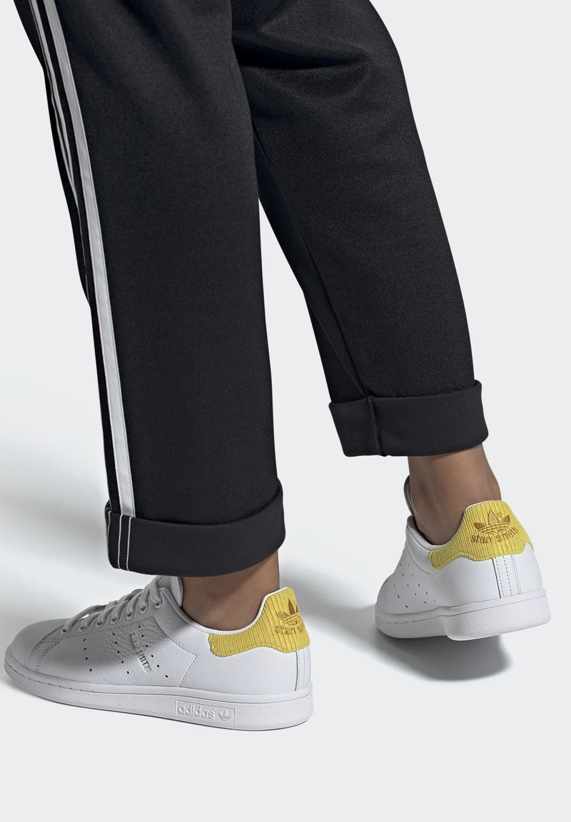 adidas Originals - STAN SMITH  - Sneakersy niskie - ftwwht/silvmt/coryel