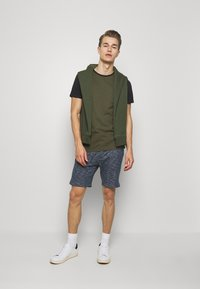 Pier One - T-shirt basic - olive - 1