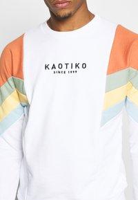 Kaotiko - UNISEX CREW SEATTLE - Sweatshirt - white - 5