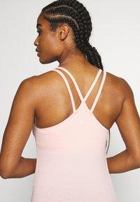 Sweaty Betty - NAMASKA SEAMLESS PADDED YOGA - Top - liberated pink - 4
