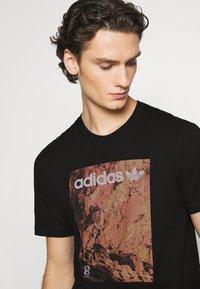 adidas Originals - TEE - Print T-shirt - black - 3