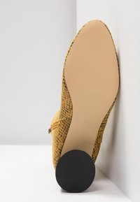 Topshop - BLAIR SMART BOOT - Classic ankle boots - yellow - 6