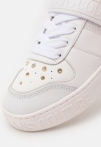 Versace Jeans Couture - Trainers - white/gold - 6
