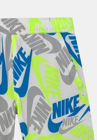 Nike Sportswear - Shorts - white - 2