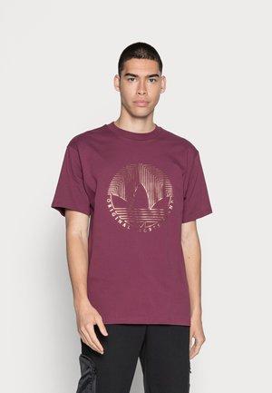 DECO TREFOIL - T-shirt imprimé - victory crimson