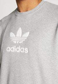 adidas Originals - ADICOLOR PREMIUM LONG SLEEVE PULLOVER - Collegepaita - medium grey heather - 4