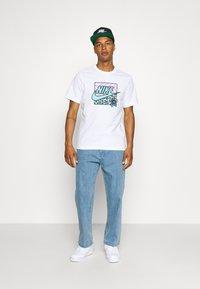 Nike Sportswear - TEE HIGH SUMMER - Print T-shirt - white - 1
