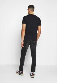 Napapijri - SARAS SOLID - T-shirt med print - black - 2