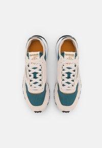 Reebok Classic - CLASSIC LEGACY UNISEX - Sneakers laag - stucco/midnight pine/sepia - 3