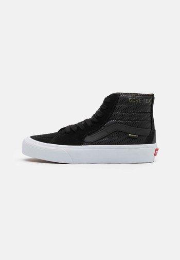 SK8 GORE-TEX UNISEX - Höga sneakers - black/true white