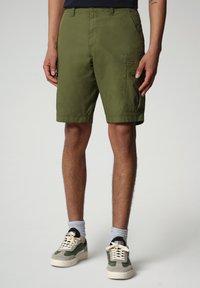 Napapijri - NOTO - Shorts - green cypress - 0