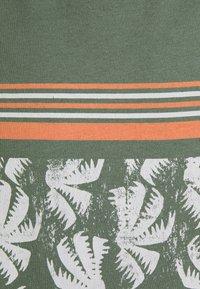 Jack & Jones - JORSUNNYS TEE CREW NECK - Print T-shirt - sea spray - 2