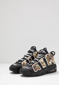 Nike Sportswear - AIR MORE UPTEMPO QS - Sneakers alte - black - 3