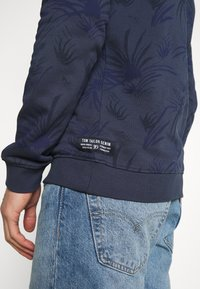 TOM TAILOR DENIM - CREWNECK WITH ALLOVER PRINT - Sweatshirt - navy blue - 5