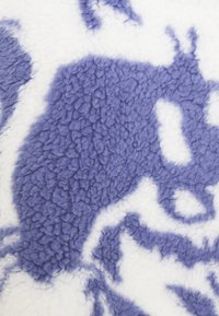 Monki - AMALIA - Fleece jumper - blue liquid fluff - 5