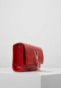 Valentino Bags - AUDREY - Taška spříčným popruhem - rosso - 3