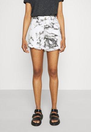 MARBLE PRINT HEM - Denim shorts - white