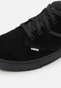 ION - SHOE SEEK AMP - Hiking shoes - black - 5