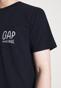 GAP - Print T-shirt - new navy - 4