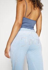 Juicy Couture - NUMERAL TRACK PANTS - Joggebukse - powder blue - 6