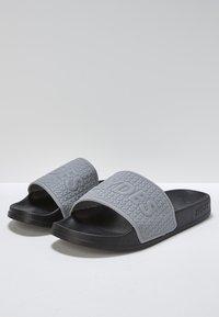 Slydes - Sandály do bazénu - gray - 2