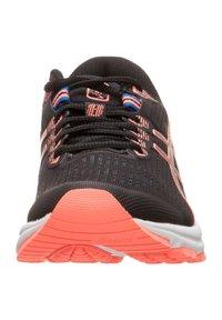 ASICS - GT-1000 8 - Zapatillas de running neutras - black/sun coral - 5