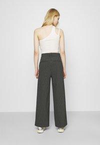 Weekday - LUXA SKEW TROUSERS - Trousers - grey - 2