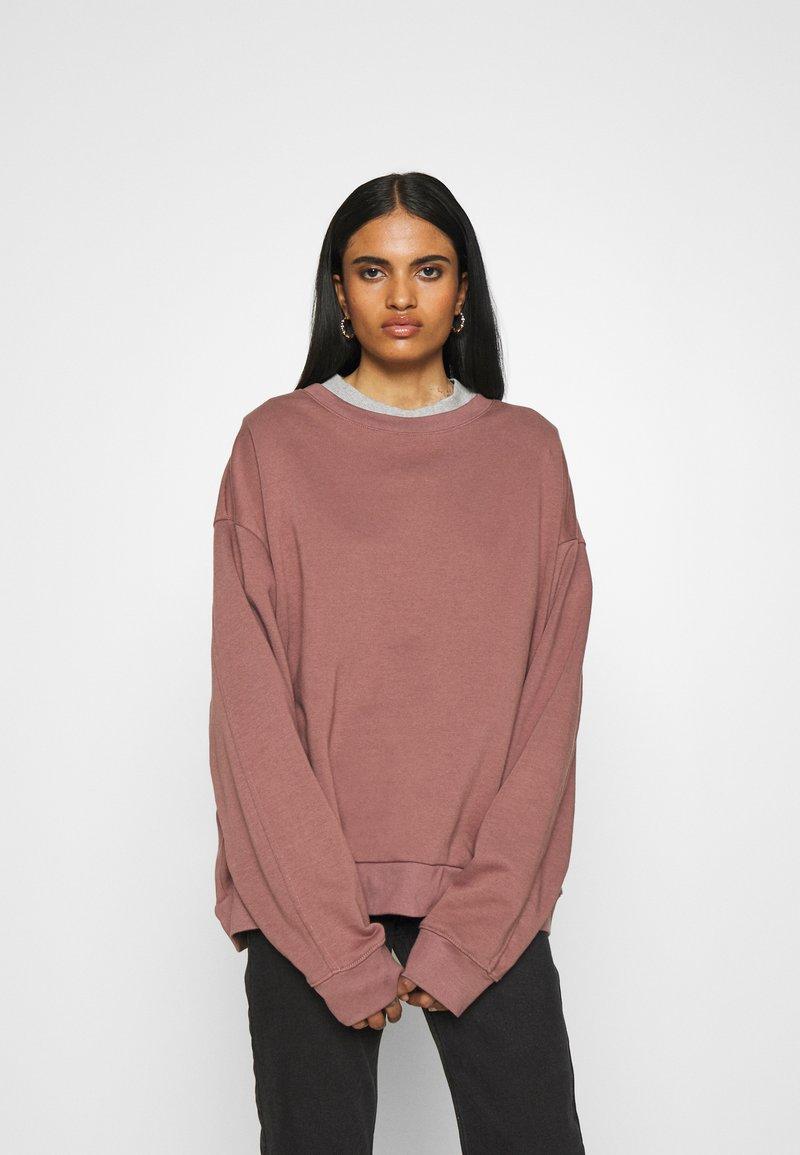 Weekday - HUGE CROPPED - Sweatshirt - brown/purple