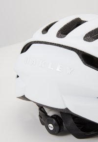 Oakley - ARO EUROPE - Helm - white - 2