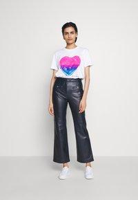 Coach - JELLO HEART - T-shirts print - white - 1