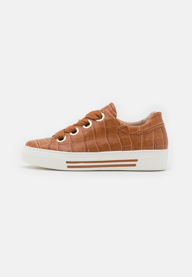 Sneakers basse - cognac/gold