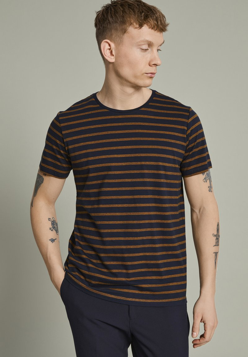 Matinique - MAJERMANE - Print T-shirt - buckthorn yellow