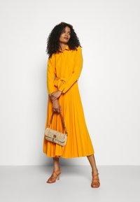 Closet - CLOSET PLEATED SHIRT DRESS - Maxi dress - rust - 1