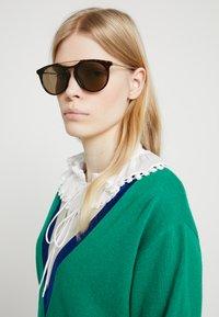 Gucci - Sluneční brýle - havana/gold-coloured/brown - 3