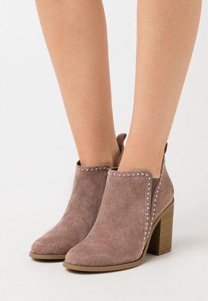 ECHO - Kotníková obuv na vysokém podpatku - taupe