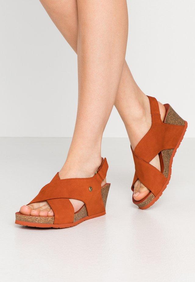 VALESKA BASICS - Korkeakorkoiset sandaalit - rostbraun