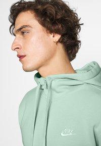 Nike Sportswear - CLUB HOODIE - Zip-up sweatshirt - pistachio frost/white - 3
