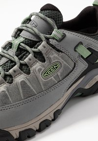 Keen - TARGHEE III WP - Hiking shoes - bleacher/duck green - 5
