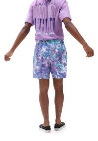 Vans - MN TIE DYE VOLLEY - Shorts - english lavender tie dye - 1