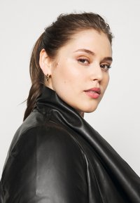 Dorothy Perkins Curve - WATERFALL JACKET - Faux leather jacket - black - 3